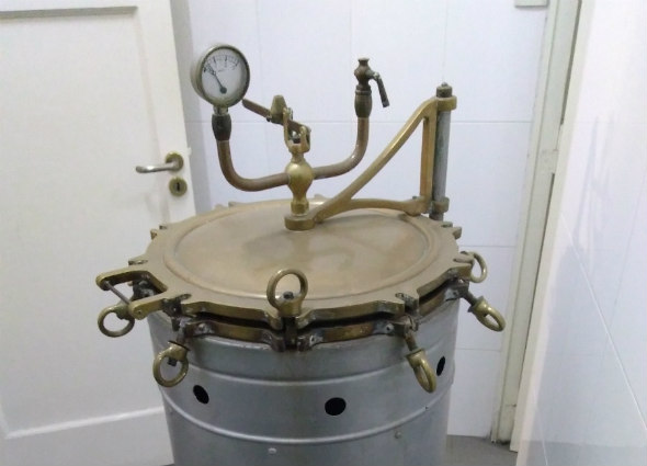 Photo - Chamberland Autoclave